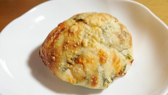 チーズとほうれん草のパン